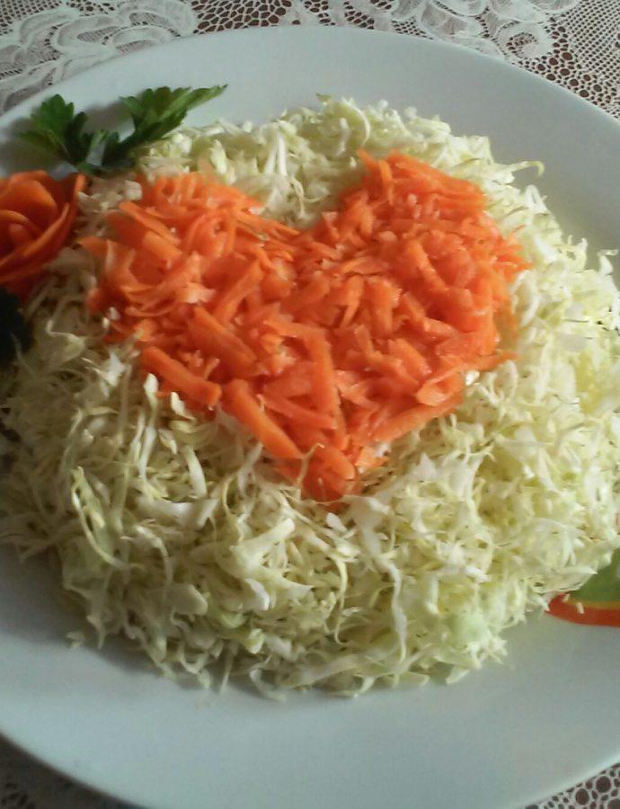 """Салата """"Сърце"""" със зеле и моркови"""