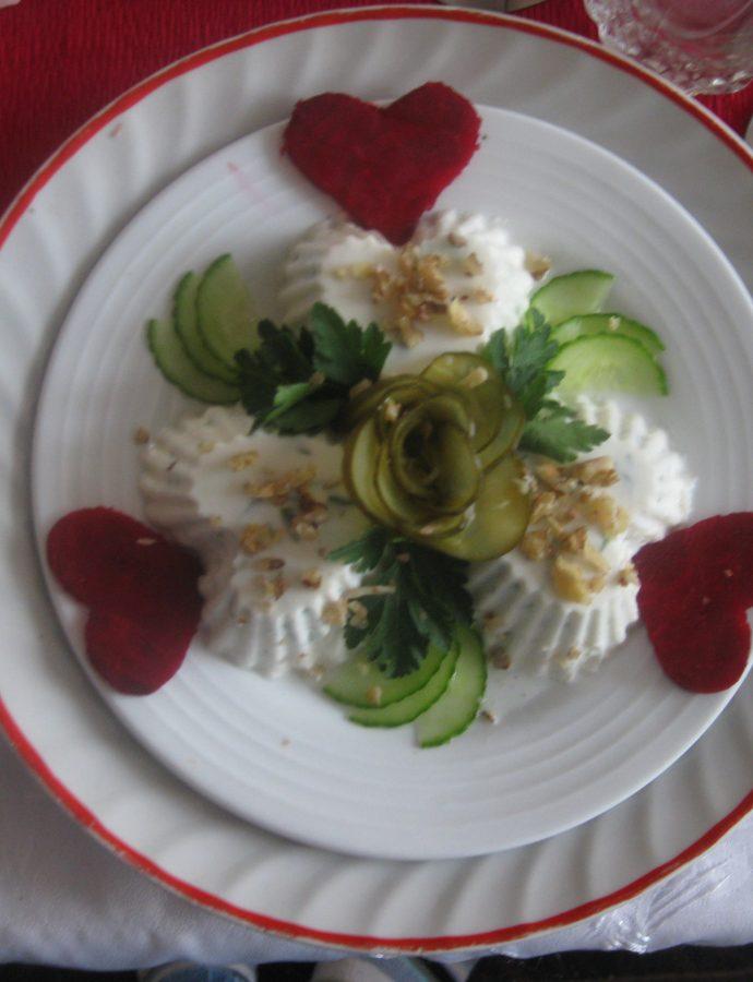 Желирана млечна салата