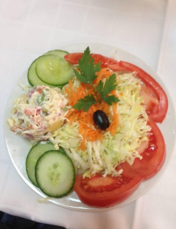 Хрупкава салата със зеле и моркови