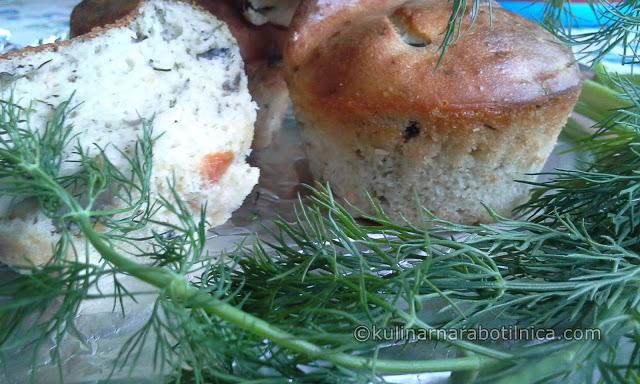 Солени мъфини с гъби, моркови и копър