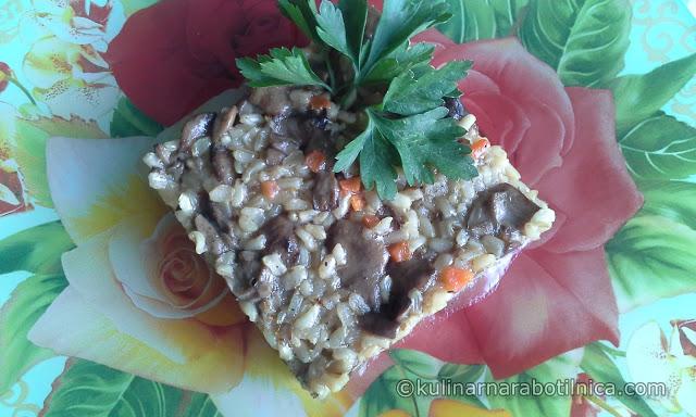 Кафяв ориз с горски гъби