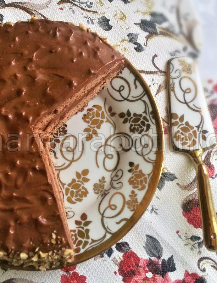 Шоколадова торта със заквасена сметана