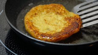 Картофени кюфтенца с подправена извара