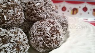 Рецепта за бишкотени топчета с рикота, какао и кокос
