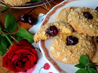 Рецепта за кръмбъл-бисквити с череши