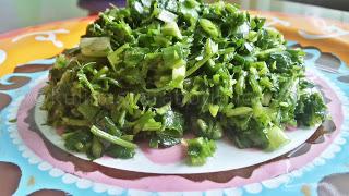 Рецепта за магданозена салата с пресен лук