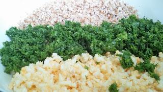 Рецепта за разядка с препечени трохи, варени яйца и зелени подправки