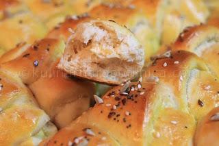 Солени кифлички с домашен квас - рецепта