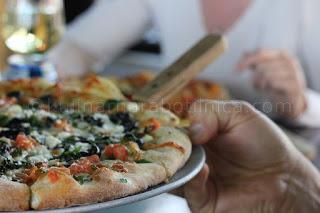 Пълнозърнеста пица с риба тон