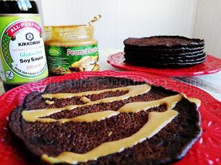 Пълнозърнести палачинки с какао, соев сос и фъстъчено масло