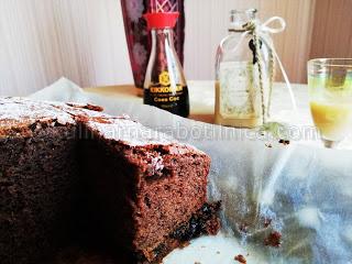 Рецепта за шоколадов сладкиш със сини сливи и соев сос
