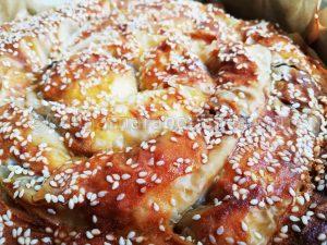 Вита баница със сирене и лук