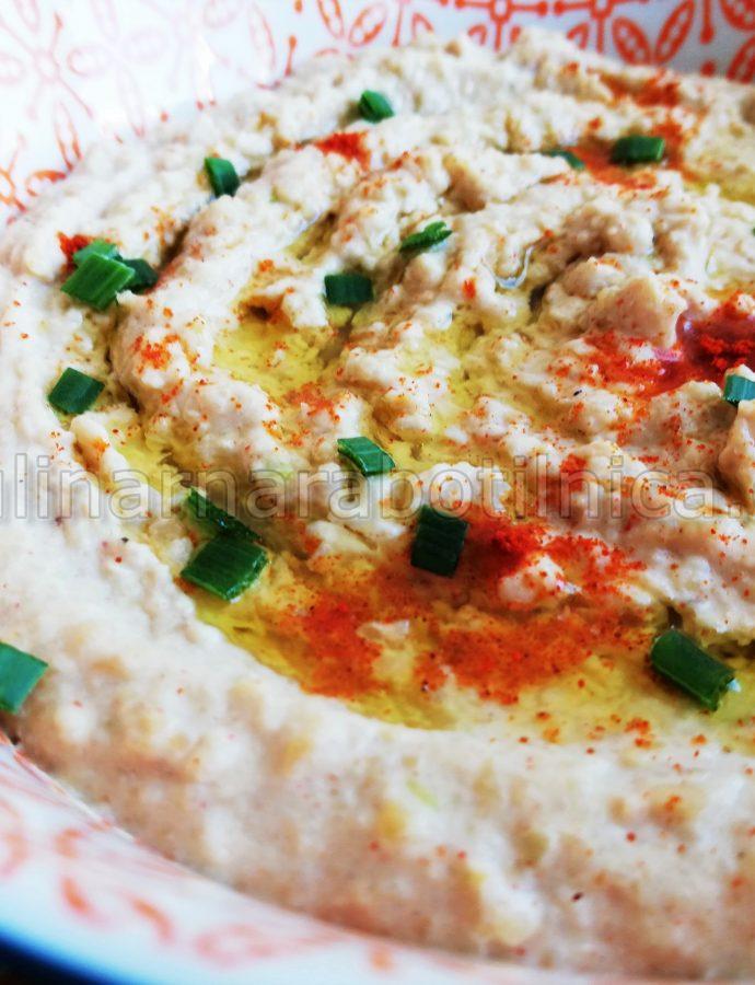 Хумус със сусамов тахан и пресен чесън