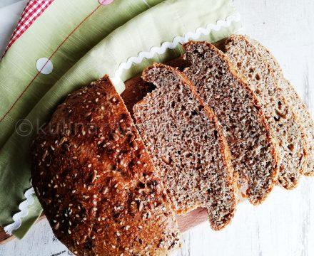 Пълнозърнест хляб с бадеми и семена
