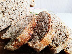 Рецепта за пълнозърнест хляб с бадеми и семена