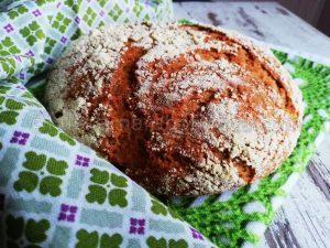Хляб с лимец и царевично брашно в йенски съд