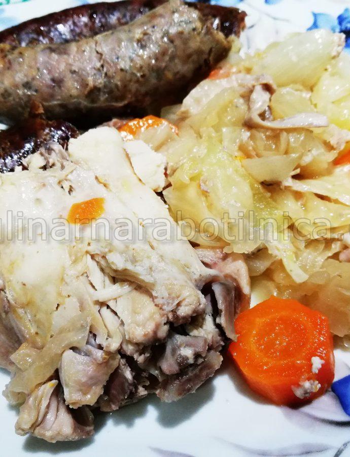 Заек с кисело зеле, суджук и картофи в гювеч