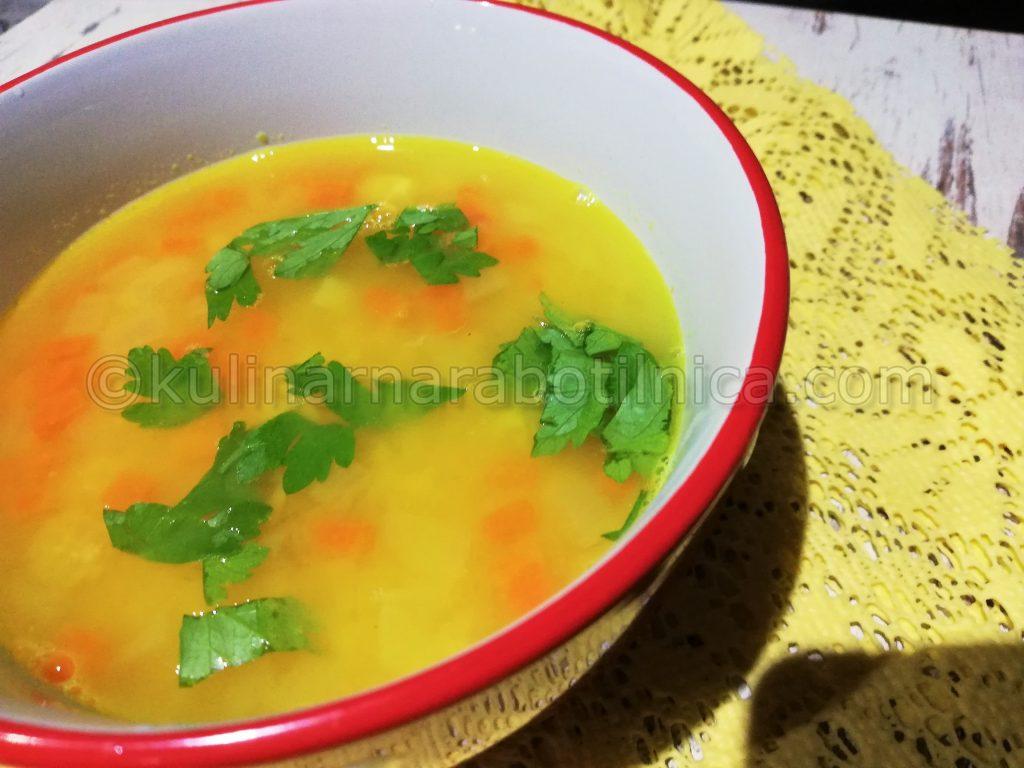 Супа от червена леща с куркума и лимон