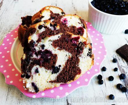 Кекс с шоколад и горски плодове