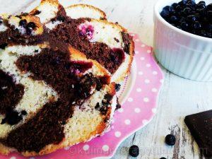 Кекс с шоколад и горски плодове - рецепта