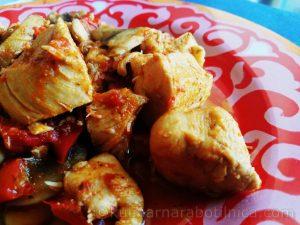Пилешка кавърма с гъби, лук и чушки - рецепта