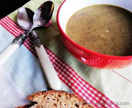 Крем супа от черна леща със сметана