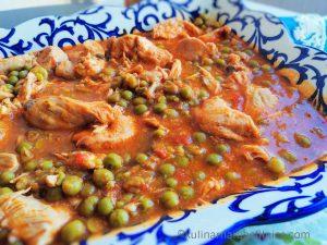 Грах с пилешко и доматен сос - рецепта