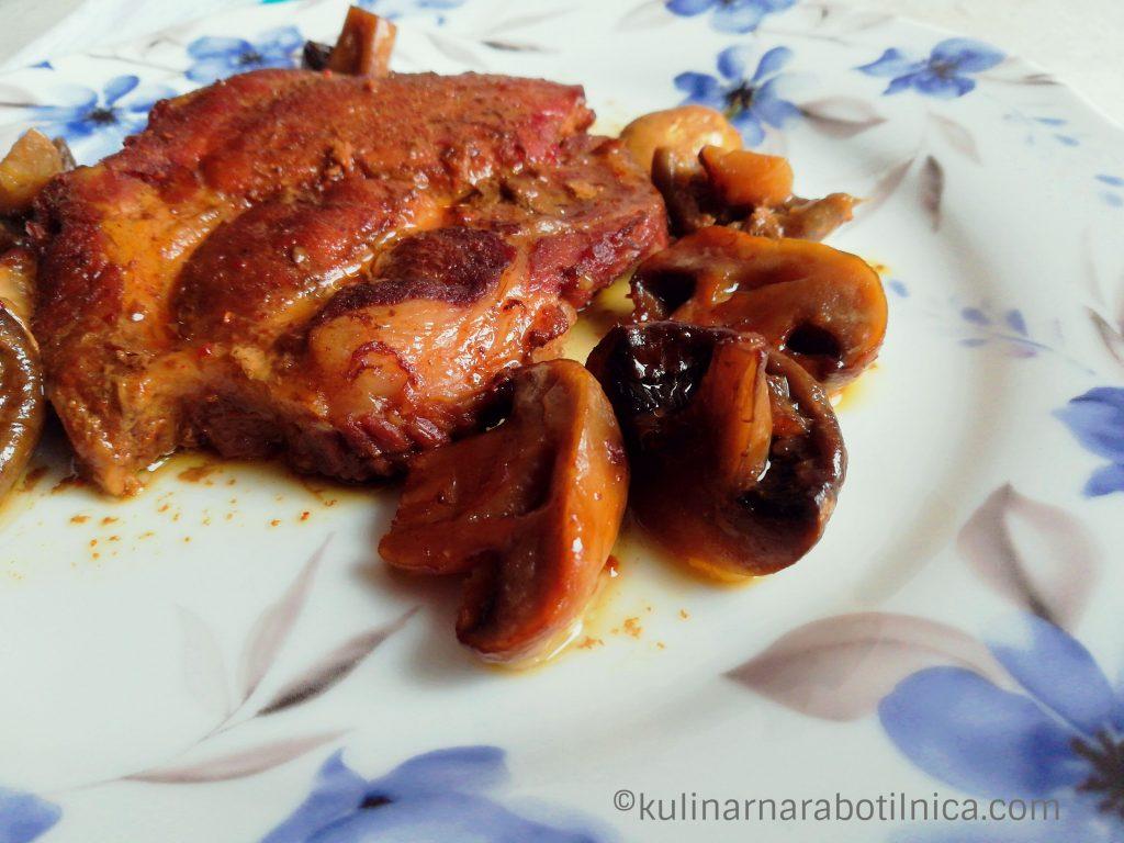 Крехки свински пържоли с мед и соев сос